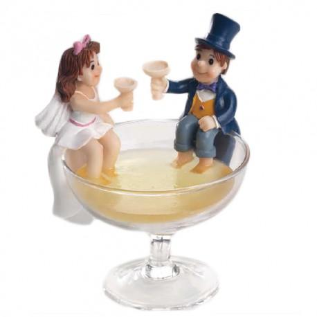 Figura tarta novios brindis vaso
